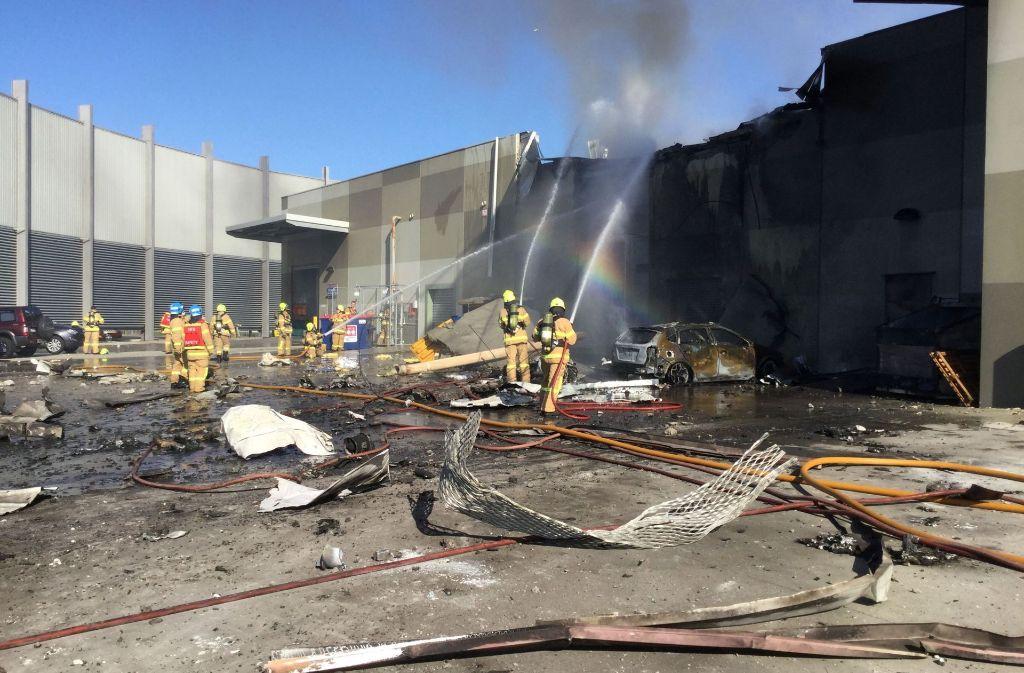 In Melbourne ist ein Kleinflugzeug in ein Einkaufzentrum gestürzt. Foto: AFP/METROPOLITAN FIRE BRIGADE (MFB)