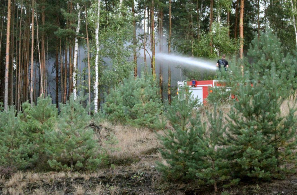 Auch Bundeswehr und Bundespolizei sind im Einsatz gegen die Flammen. Foto: dpa