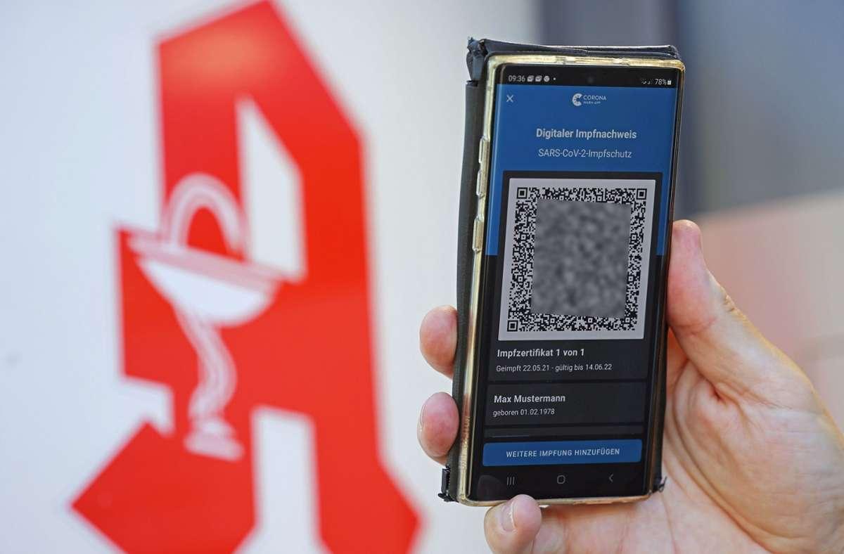 Seit Montag stellen bundesweit zahlreiche Apotheken das digitale Zertifikat aus (Symbolbild). Foto: dpa/Oliver Berg