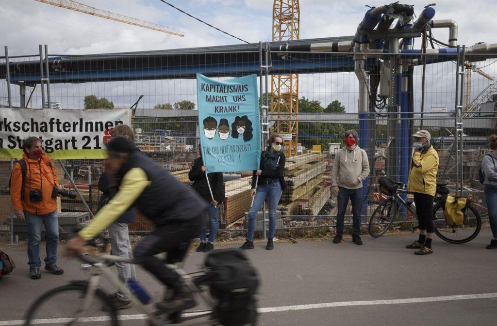 Demonstranten fordern  am 1. Mai Solidarität mit den türkischen Bauarbeitern. Foto: Lichtgut/Julian Rettig