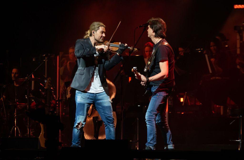 Duett mit E-Gitarre: David Garrett liebt das Crossover und ist ist häufiger Gast in den Popcharts. Foto: Lichtgut/Julian Rettig