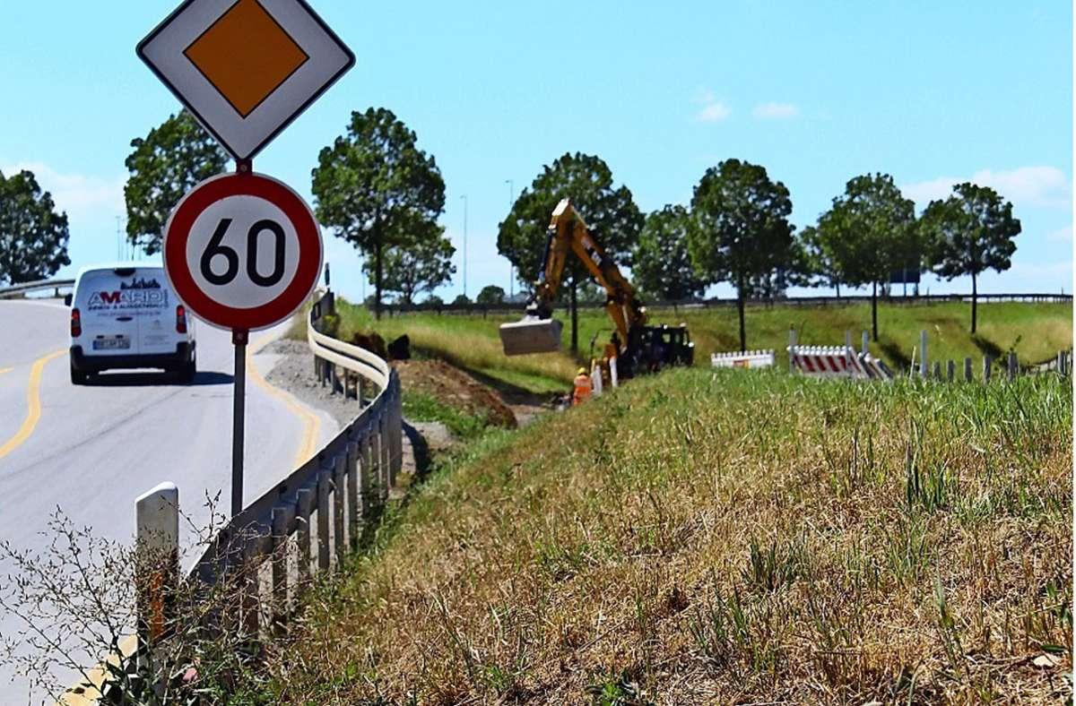 Wegen der S-21-Baustelle wurde der Radweg bei Plieningen gekappt. Das erntete Kritik seitens der Bürger. Zudem klagen Landwirte, dass die Baustraße zu hoch sei und somit der Zufahrtsweg zu ihren Feldern versperrt sei. Foto: Jacqueline Fritsch