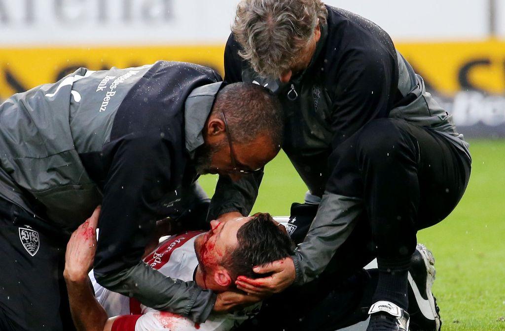 Beim Zusammenprall mit Koen Casteels vom VfL Wolfsburg zog sich Gentner mehrere Knochenbrüche im Gesicht zu. Foto: Pressefoto Baumann