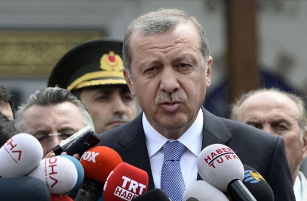 Der türkische Präsident Recep Tayyip Erdogan hat den Friedensprozess mit den Kurden aufgekündigt  – nachdem zuvor die PKK den Waffenstillstand für beendet erklärt hatte. Foto: AP