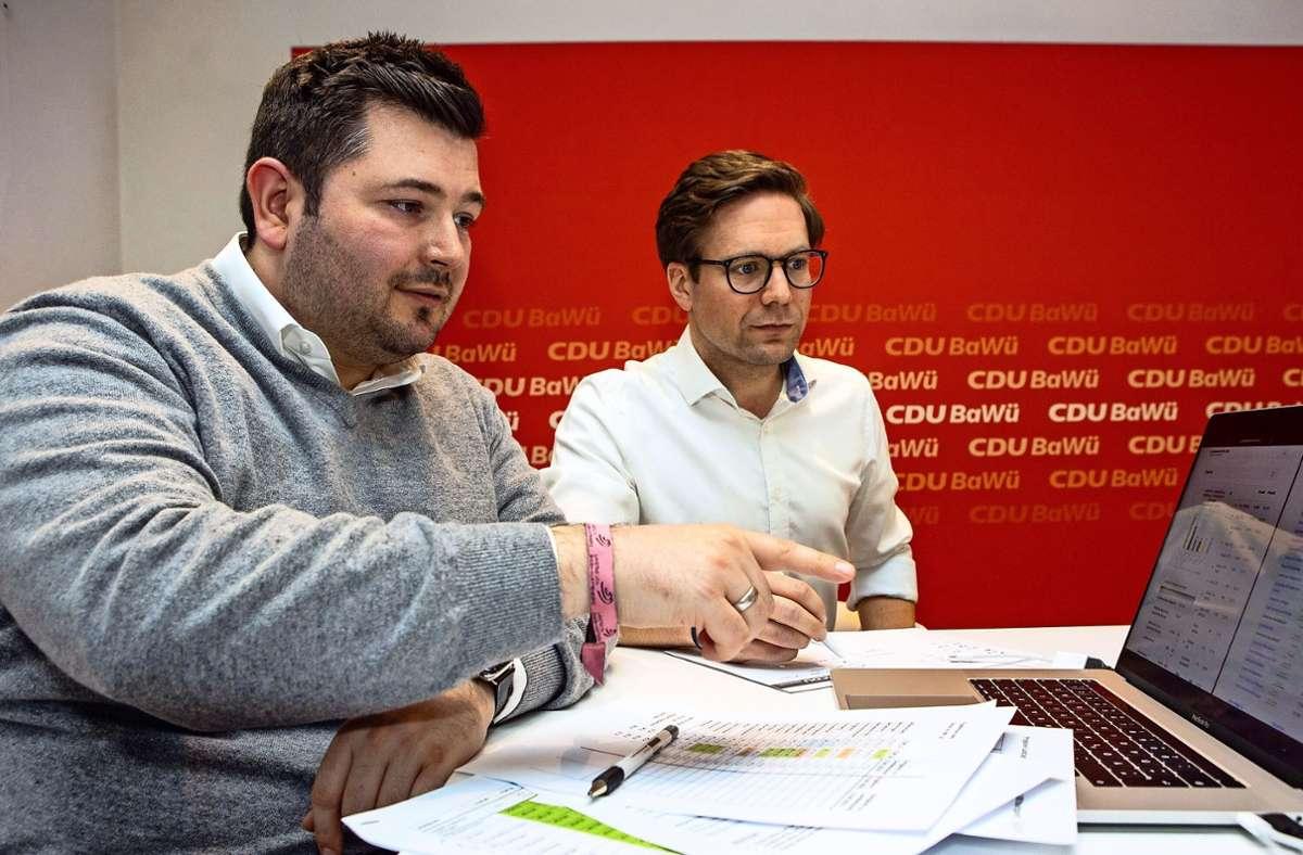 Tobias Vogt (links) von der CDU, hier gemeinsam mit seinem Vorgänger Fabian Gramling, zieht in den Landtag ein. Er vertritt dort bald den Wahlkreis Bietigheim. Foto: Avanti:/Andreas Essig