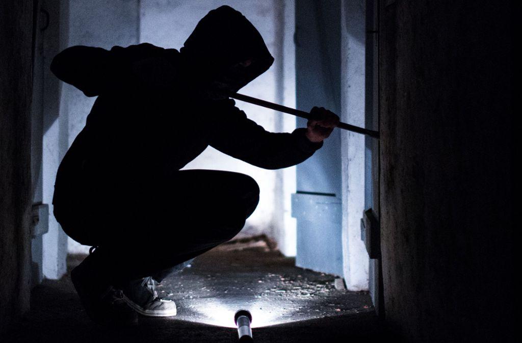 In der Nacht zum Mittwoch brachen die Männer in den Betrieb in Nürtingen ein. Foto: dpa