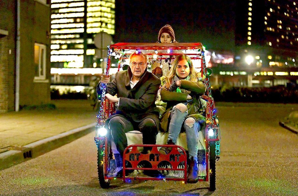 Ein ungleiches Paar: Hannah Hoekstra als Claire,  Josef Hader als Arthur Foto: Verleih