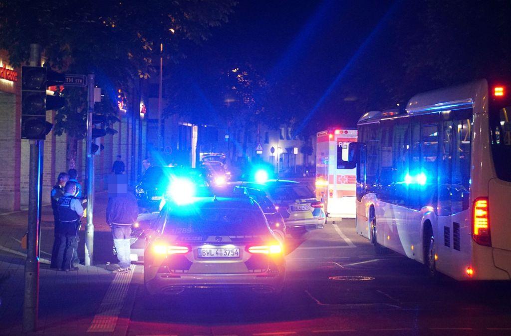 Die Polizeibeamten sahen sich am Ort des Geschehens einer undurchsichtigen Lage gegenüber. Foto: SDMG//Woelfl
