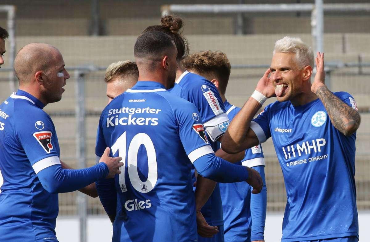 Die Kickers streben den Aufstieg in die Regionalliga an: Lukas Kling, Cristian Giles und Markus Obernosterer Foto: Baumann/Hansjürgen Britsch