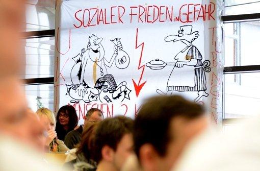 Unrentable Kliniken, überforderte Mitarbeiter: Protestveranstaltung in Tübingen Foto: dpa