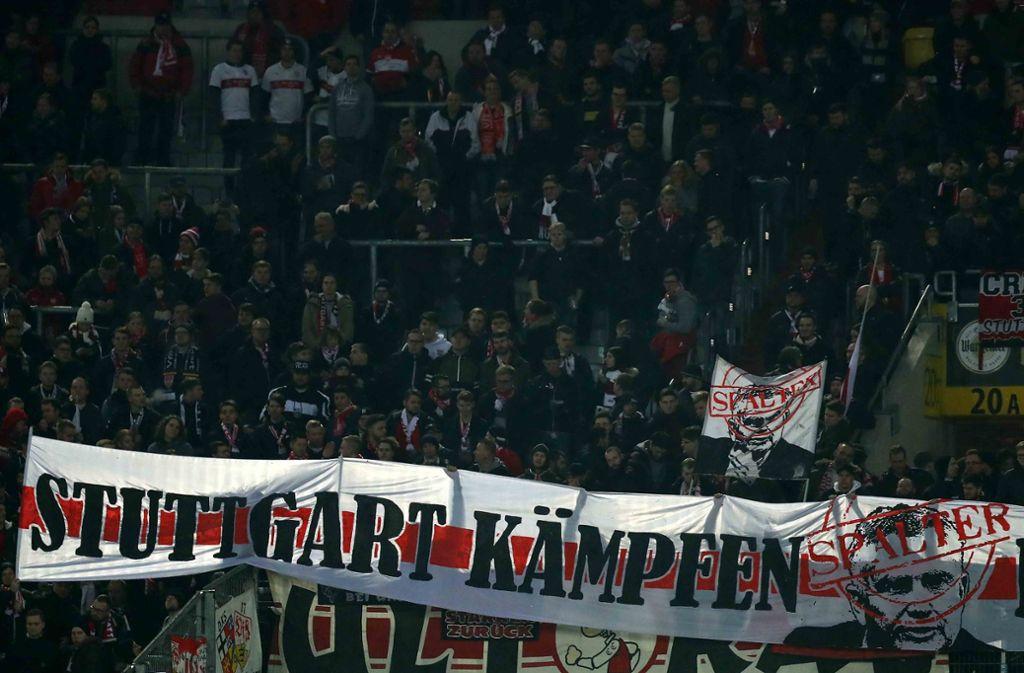 In der Fankurve macht sich der Frust breit unter den VfB-Fans – so auch in den sozialen Medien. Foto: Bongarts