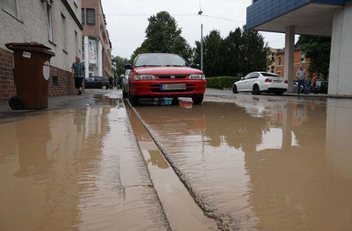 Krefelder Straße zeitweise unter Wasser gesetzt