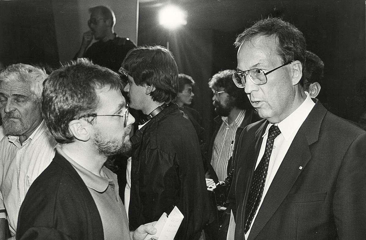 Der junge Journalist Thomas Durchdenwald (links) im Interview mit dem damaligen Stuttgarter Oberbürgermeister Manfred Rommel. Foto: Niels Schubert