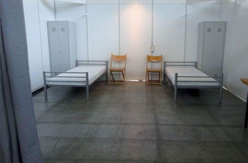 In der Messehalle stehen jetzt Klinikbetten