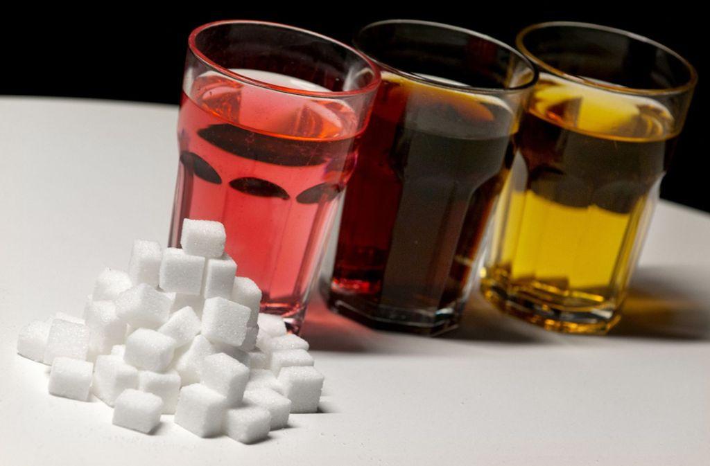 Egal ob Zucker oder alternative Süßungsmittel – in großen Mengen konsumiert, schadet beides der Gesundheit. Foto: dpa