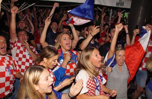 So ausgelassen feiern die Kroaten in Stuttgart