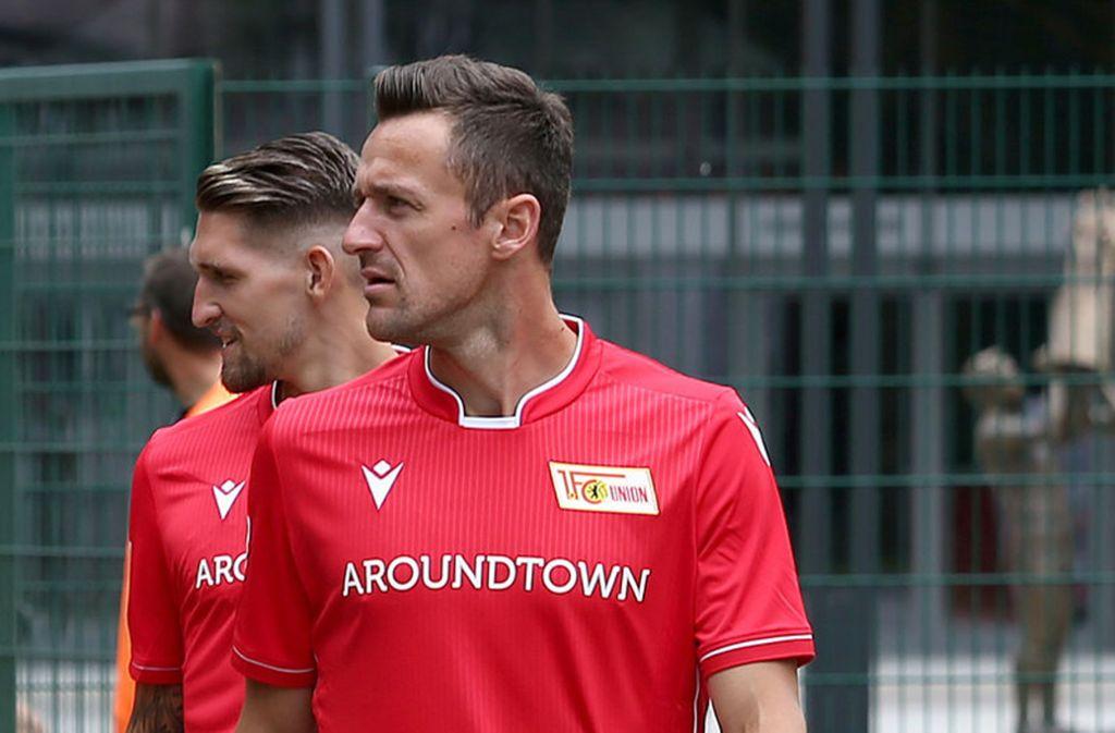 """Cristian Gentner war als Kapitän lange Jahre das Gesicht des VfB Stuttgart. Nach dem Abstieg wurde der Vertrag mit dem 34-Jährigen nicht verlängert. Er wechselte zu Union Berlin, wo er in den ersten Bundesligaspielen im defensiven Mittelfeld meist gesetzt war. """"Das Ausland war ein Thema und kann es auch wieder werden. Wenn Union und ich aber im Januar, Februar das Gefühl haben, dass wir es ein weiteres Jahr miteinander fortführen wollen, finden wir sicherlich eine Lösung"""", sagt Gentner. Foto: dpa"""