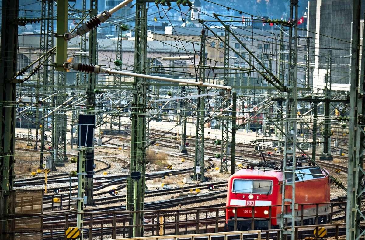 Das Abräumen der Gleise  wird Jahre dauern, großflächiger Wohnungsbau hier erst nach 2030 stattfinden. Foto: Lichtgut/Achim Zweygarth