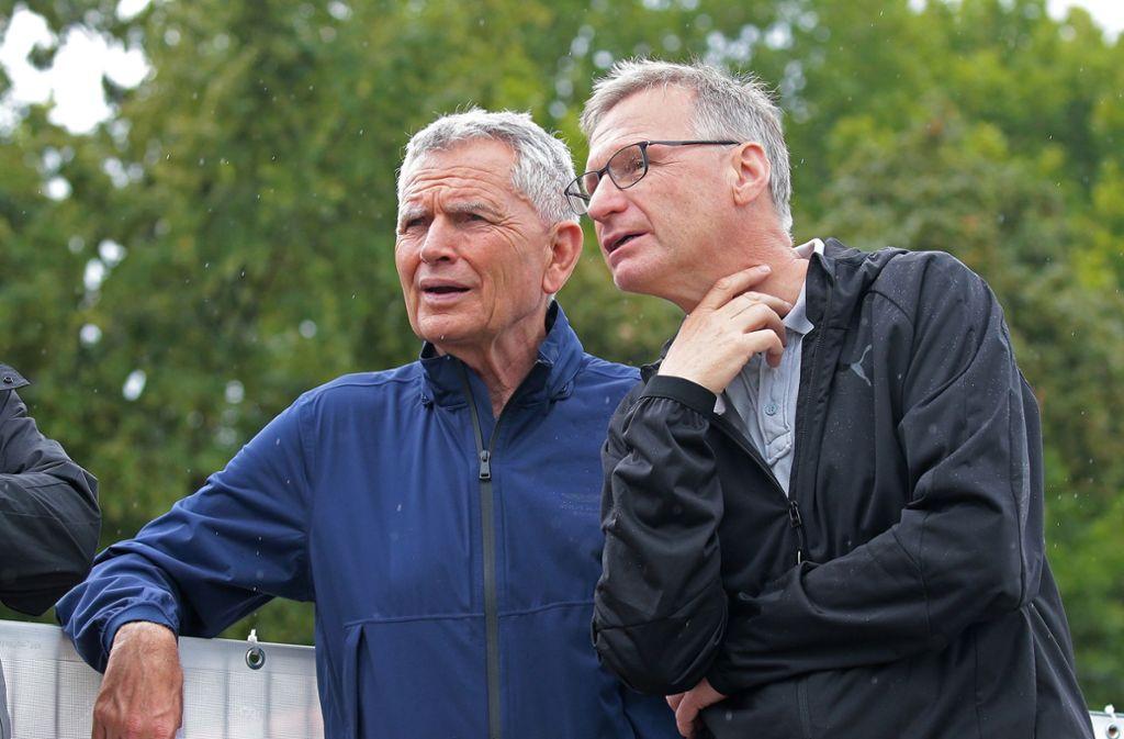 Präsident Wolfgang Dietrich (links) und Manager Michael Reschke halten nach neuem Personal für den VfB Stuttgart Ausschau. Foto: Baumann
