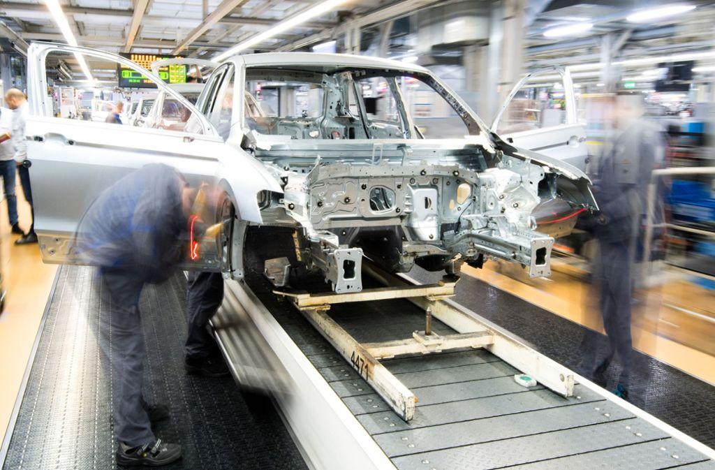 Ein Elektroauto lässt sich laut VW-Chef Diess mit bis zu 30 Prozent weniger Aufwand herstellen als ein Verbrenner. Das bedeutet nicht, dass jede dritte Stelle im Konzern bedroht sein muss. Foto: dpa