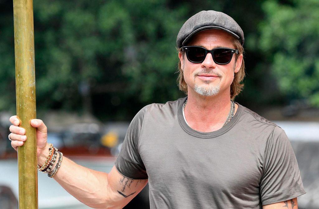 Der Schauspieler Brad Pitt ist einer der begehrtesten Schauspieler Hollywoods. Seie Ehen mit Jennifer Aniston und Angelina Jolie endeten beide in einer Scheidung. Nun hat sich der 55-Jährige zu Gerüchten um sein Liebesleben geäußert. Foto: dpa/Ettore Ferrari