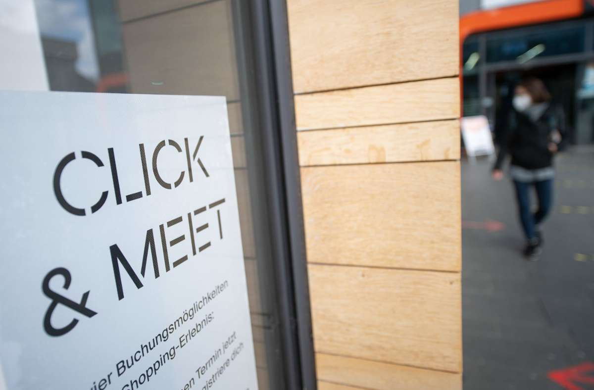 In den Geschäften im Rems-Murr-Kreis könnte schon ab Freitag wieder Einkaufen mit Termin möglich sein. Foto: dpa/Sebastian Gollnow