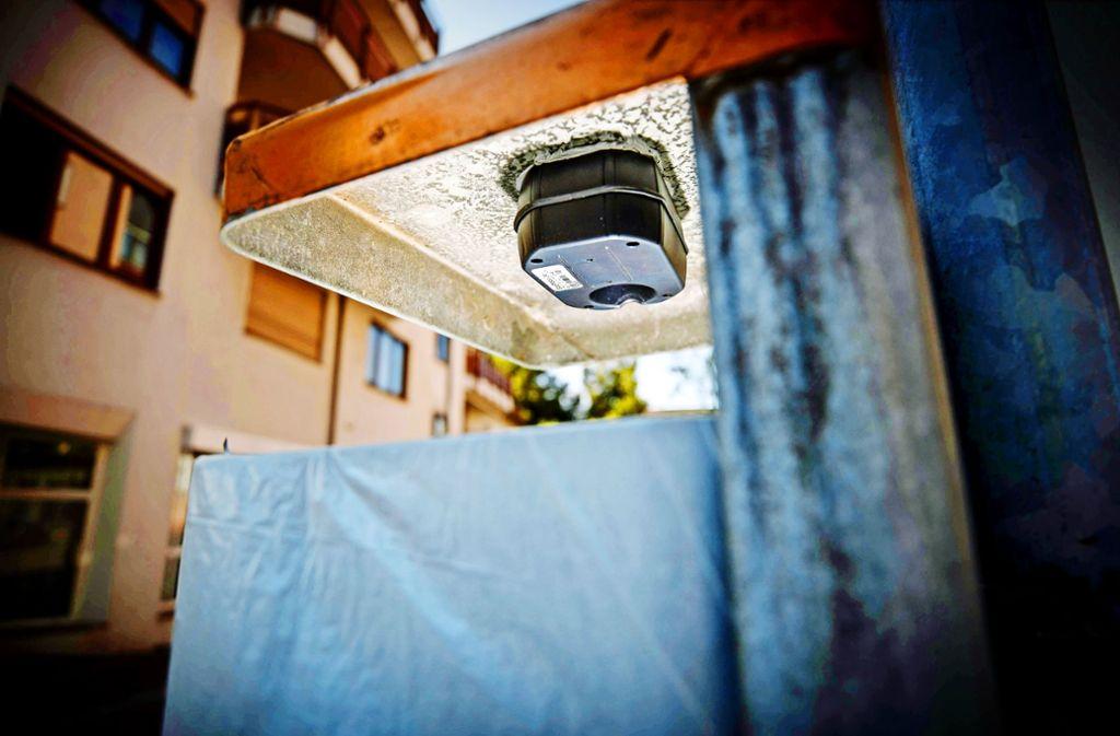 Ein Ultraschallsensor unter dem Deckel misst, wie voll der Mülleimer ist. Foto: Gottfried Stoppel