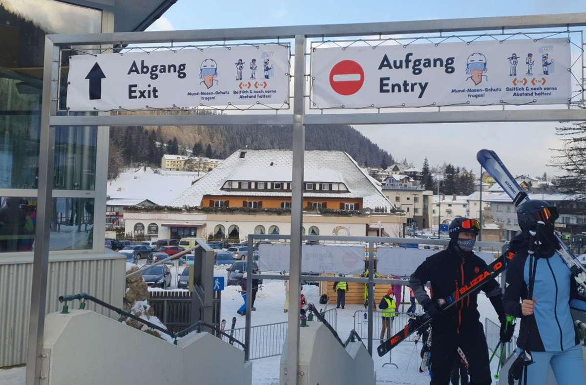 In Österreich sind einige  Skigebiete geöffnet. Viele Touristen  werden allerdings durch eine zehntägige Quarantänepflicht abgeschreckt, die  für Anreisende aus dem Ausland gilt. Foto: dpa/Semmering-Hirschenkogel Bergbahn