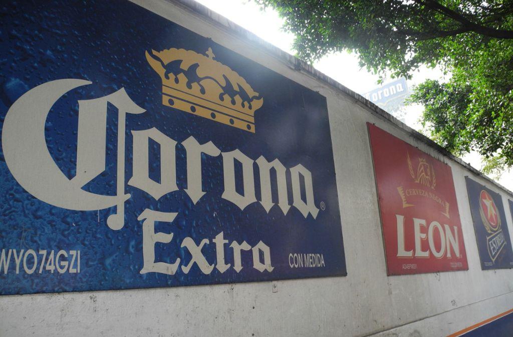 In Mexiko stoppt die Brauerei, in der das Corona-Bier gebraut wird, ihre Produktion. Foto: dpa/Denis Düttmann