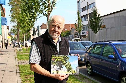 """Der Kalender """"Stammheim im Wandel"""" zeigt Vorher- und Nachher-Aufnahmen von Straßen und Gebäuden. Foto: Marta Popowska"""