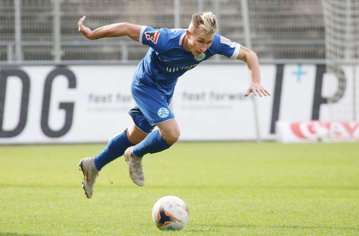 Malte Moos bleibt weiter für die Stuttgarter Kickers am Ball. Foto: Baumann