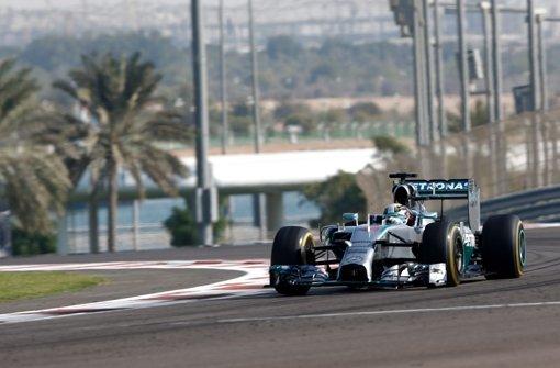 Hamilton dominiert Auftakttraining, Rosberg zweiter