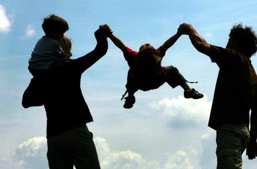 Eine neue Studie belegt die Doppelbelastung für Familien im Rentensystem. Foto: dpa