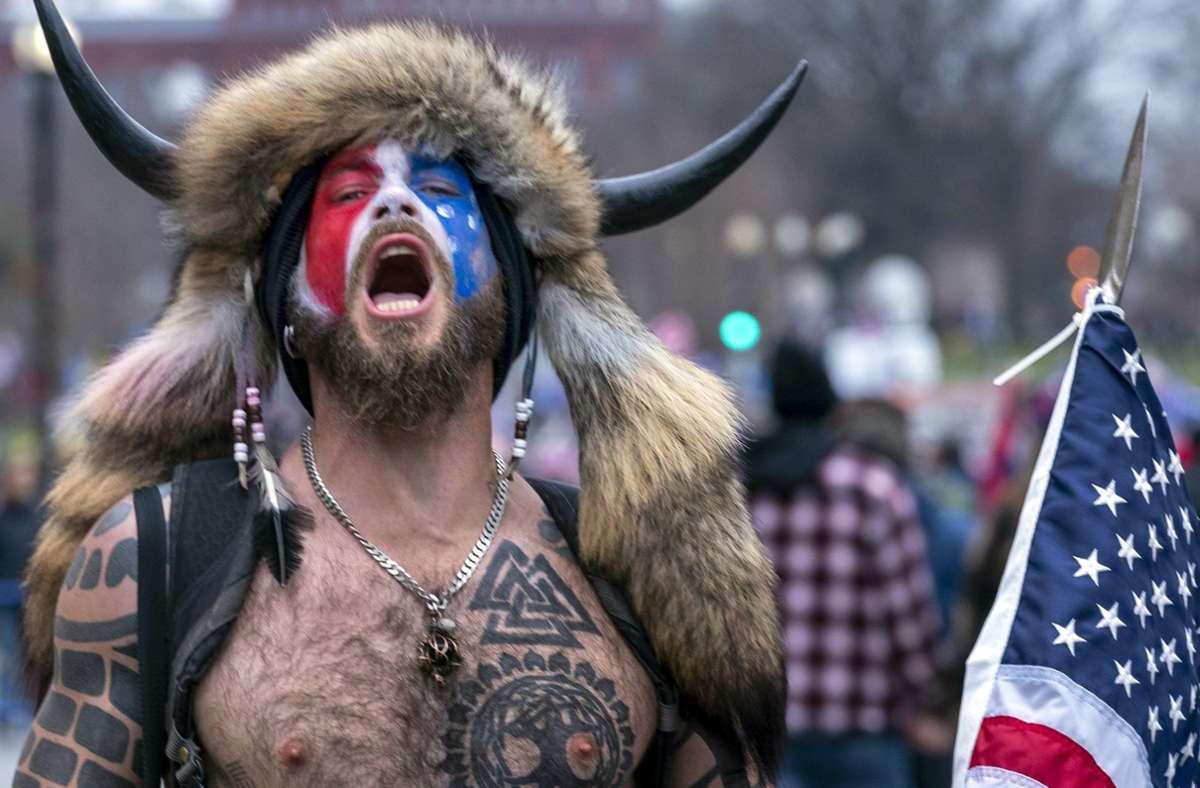 Ein Gesicht des Mobs vorm US-Kapitol Foto: picture alliance/dpa/AP/Jose Luis Magana