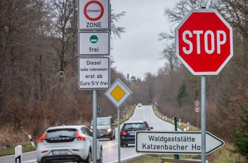 Anwalt der Stadt rät, das Fahrverbot einzuhalten