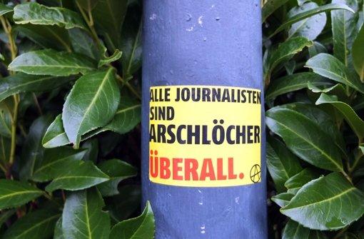 """""""Schlampen, Schmierer, Ober-Deppen"""""""