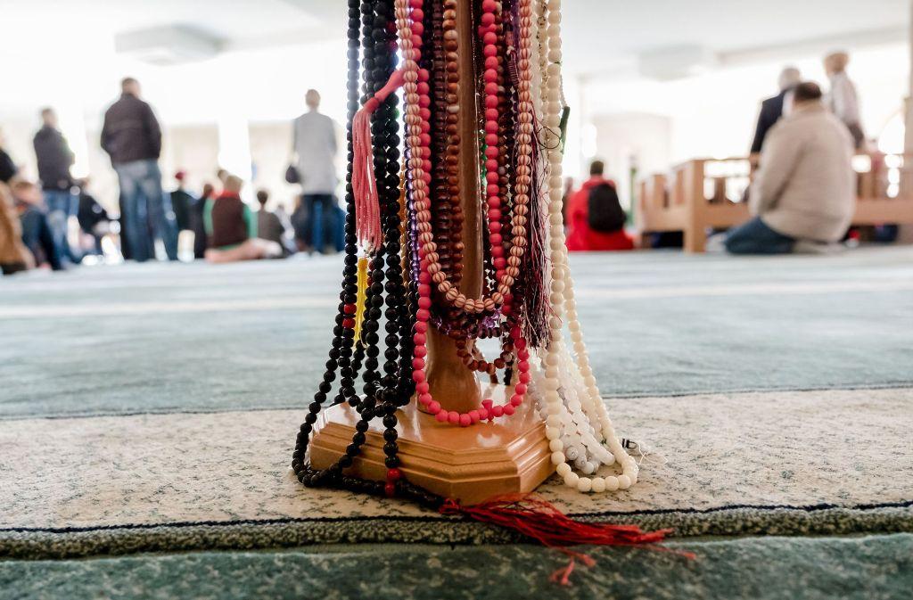Der Tag der offenen Moschee lockt die Besucher an. Foto: dpa