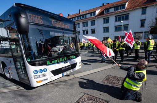 Warnstreiks der Omnibusfahrer weiten sich aus
