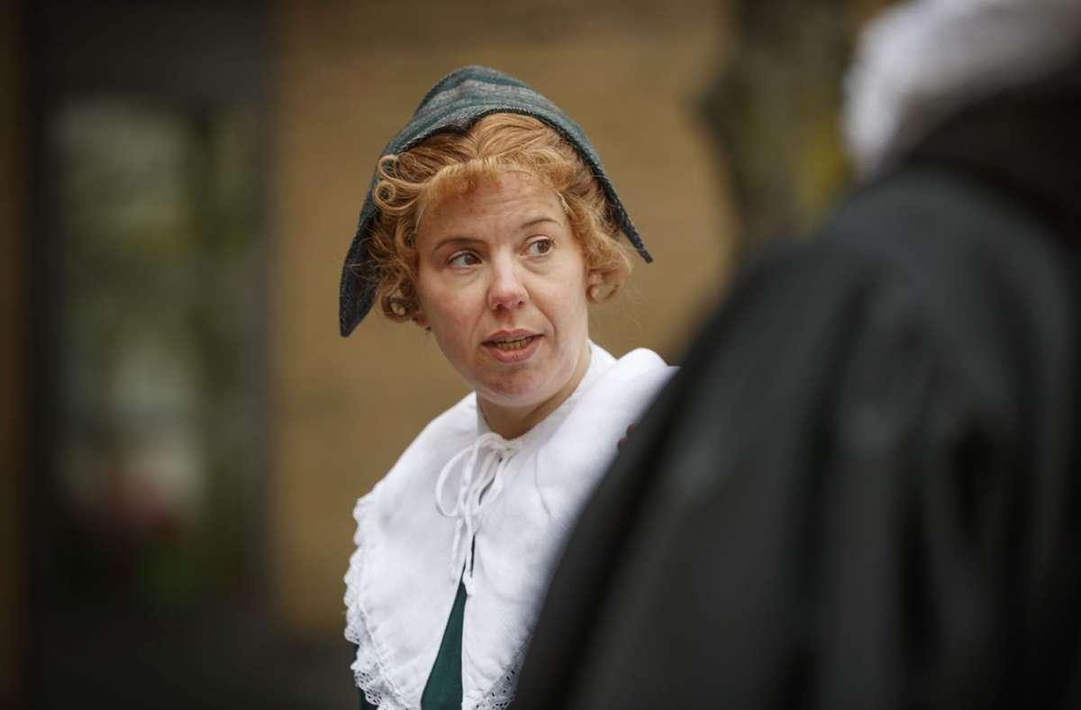 Stephanie Lauppe verkörpert Margaretha Maicklerin, die im 17. Jahrhundert in Fellbach lebte. Foto: Gottfried Stoppel
