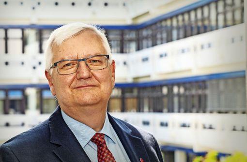 Wolfgang Ernst hat den wohl härtesten Job als Rektor landesweit