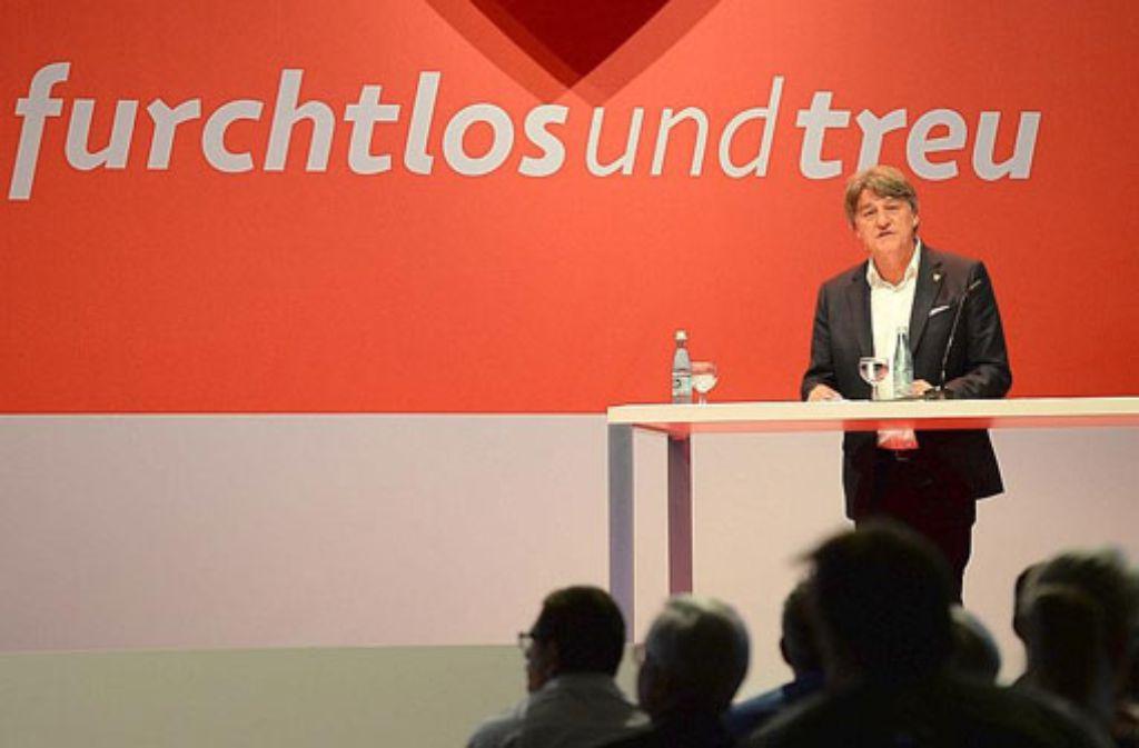 Der Präsident des VfB Stuttgart, Bernd Wahler, hält in der Porsche Arena seine Rede. Foto: dpa