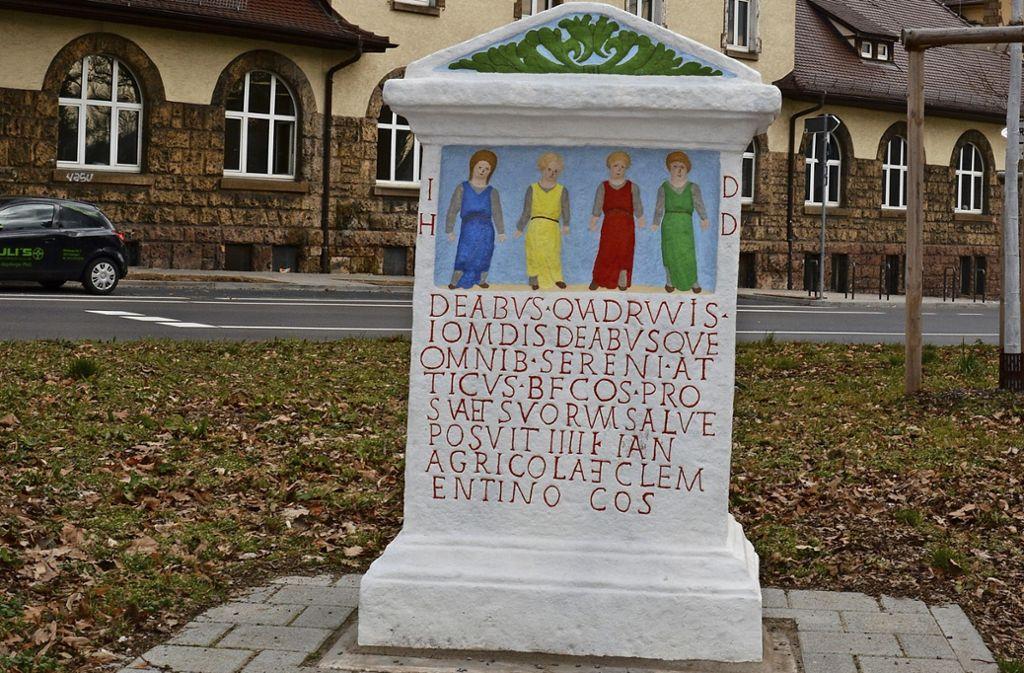 Die Kopie des Vier-Wege-Göttinnen-Steins steht an der Ecke Sparrhärmlingweg/Hallschlag. Das Original befindet sich im Lapidarium des Landesmuseums. Foto: Janey Schumacher
