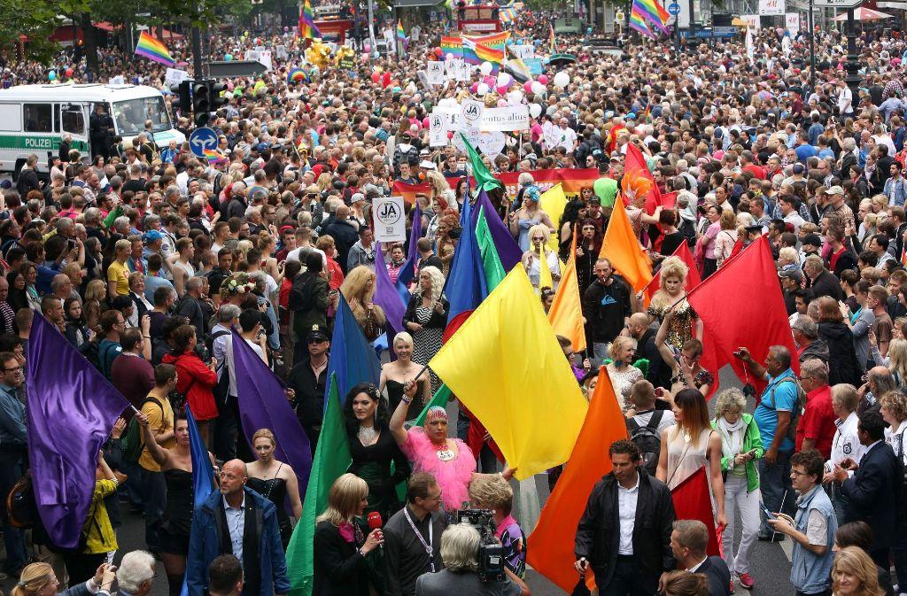 Tausende Menschen versammelten sich in Freiburg zum Christopher Street Day (Symbolbild). Foto: AFP