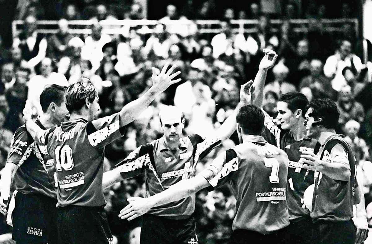 Die  Volleyballer des SV Fellbach begeistern nach dem Aufstieg im Jahr 1995  zumeist mehr als 1000 Zuschauer. Foto: Patricia Sigerist