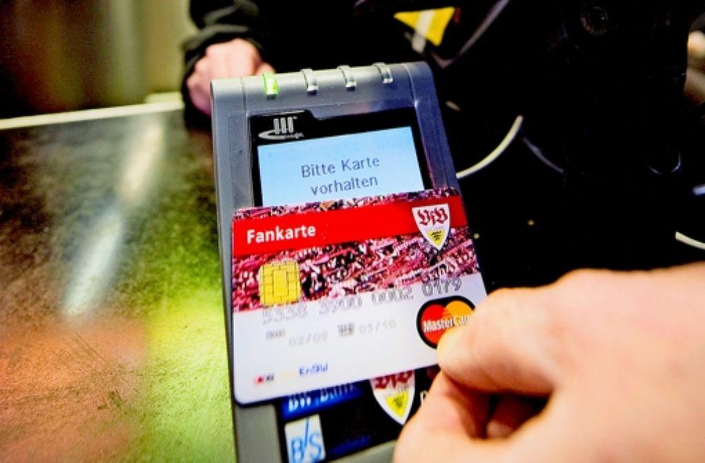Die VfB-Fankarte soll bald als Zahlungsmittel ausgedient haben. Foto: Martin Stollberg
