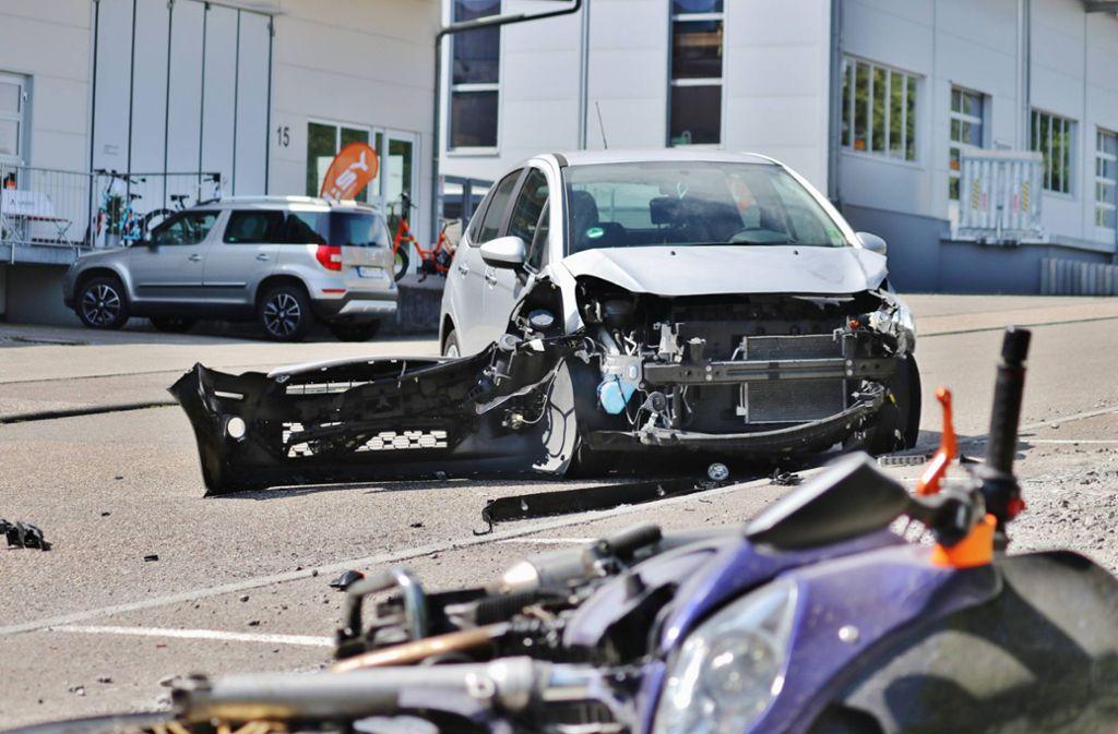 Der Biker zog sich schwere Verletzungen zu. Foto: 7aktuell.de/Kevin Lermer