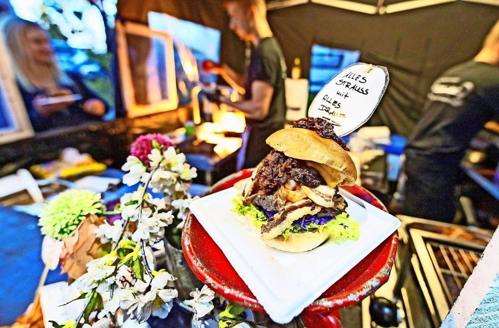 Der Anspruch der Festival-Planer ist, dass Street Food frisch zubereitet wird – von Burgern über Currys, Tacos, argentinische Fleischspieße bis zu Maultaschen. Foto: 7aktuell.de/Jüptner