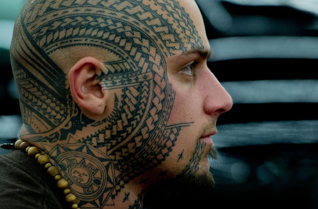 Wie und wo sich der Mensch tätowieren lässt, ist seine eigene Entscheidung. Gehen Gesicht-Tattoos dennoch zu weit? Foto: dpa/Boris Roessler