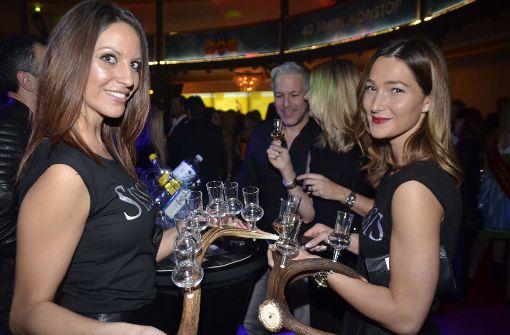 Boa mit Champagner im Konfettiregen
