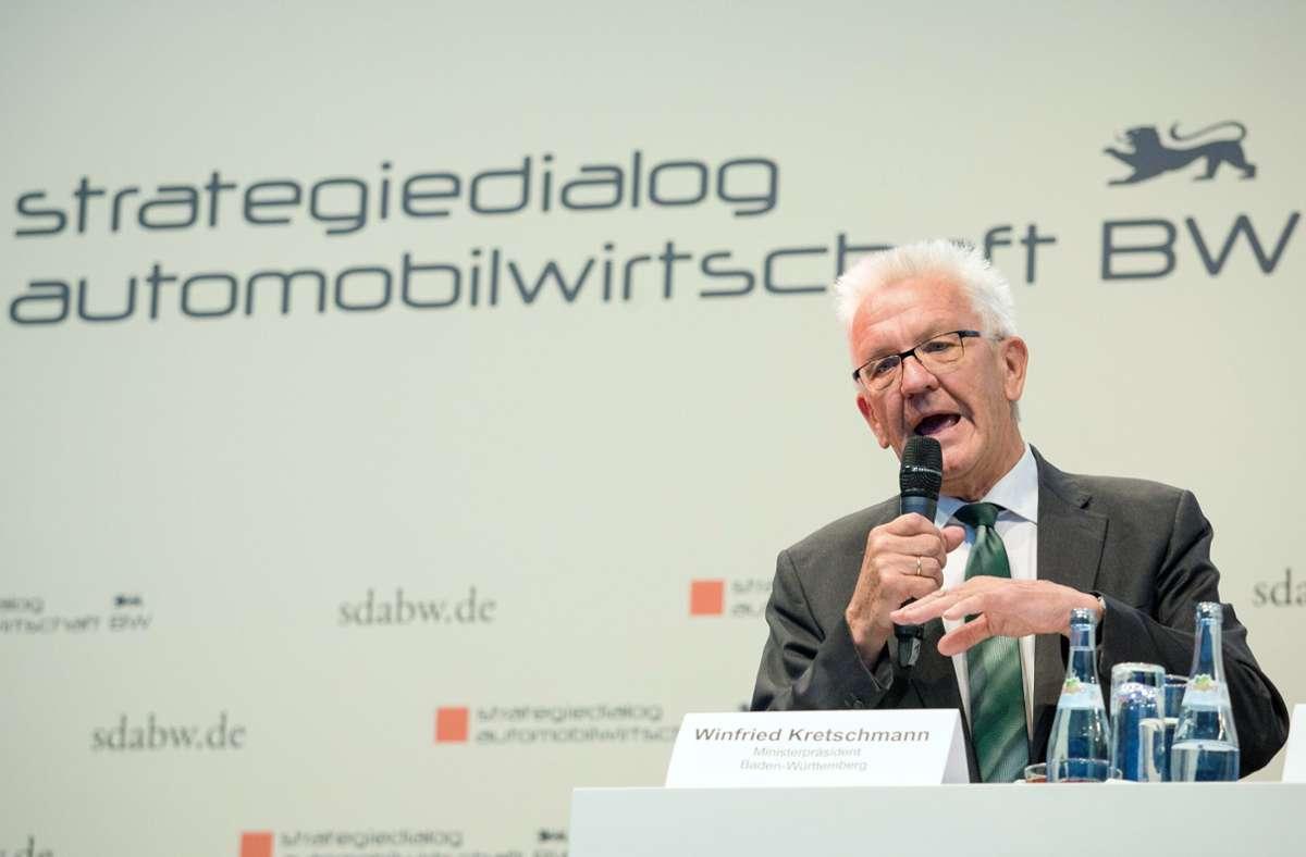 Der baden-württembergische Ministerpräsident Winfried Kretschmann hat den Strategiedialog Automobilwirtschaft ins Leben gerufen. Foto: picture alliance/dpa/Christoph Schmidt